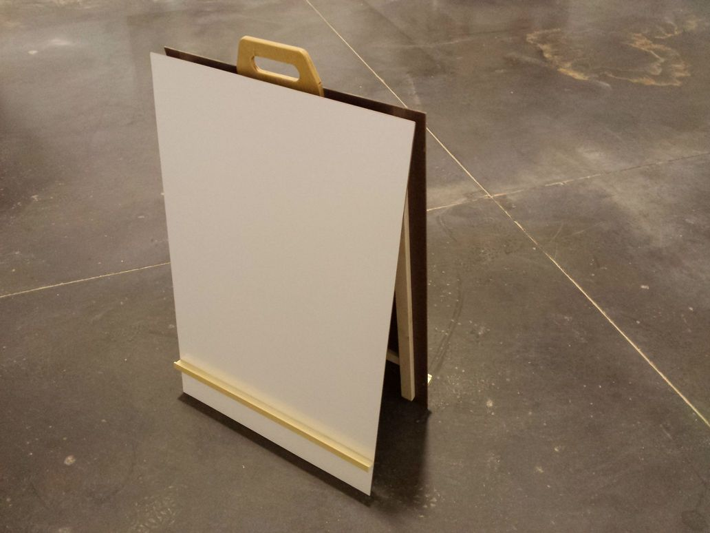 Collapsible easel for teaching.